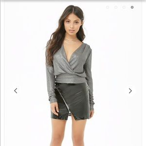 🎉Forever21 Metallic Plunging Top Silver